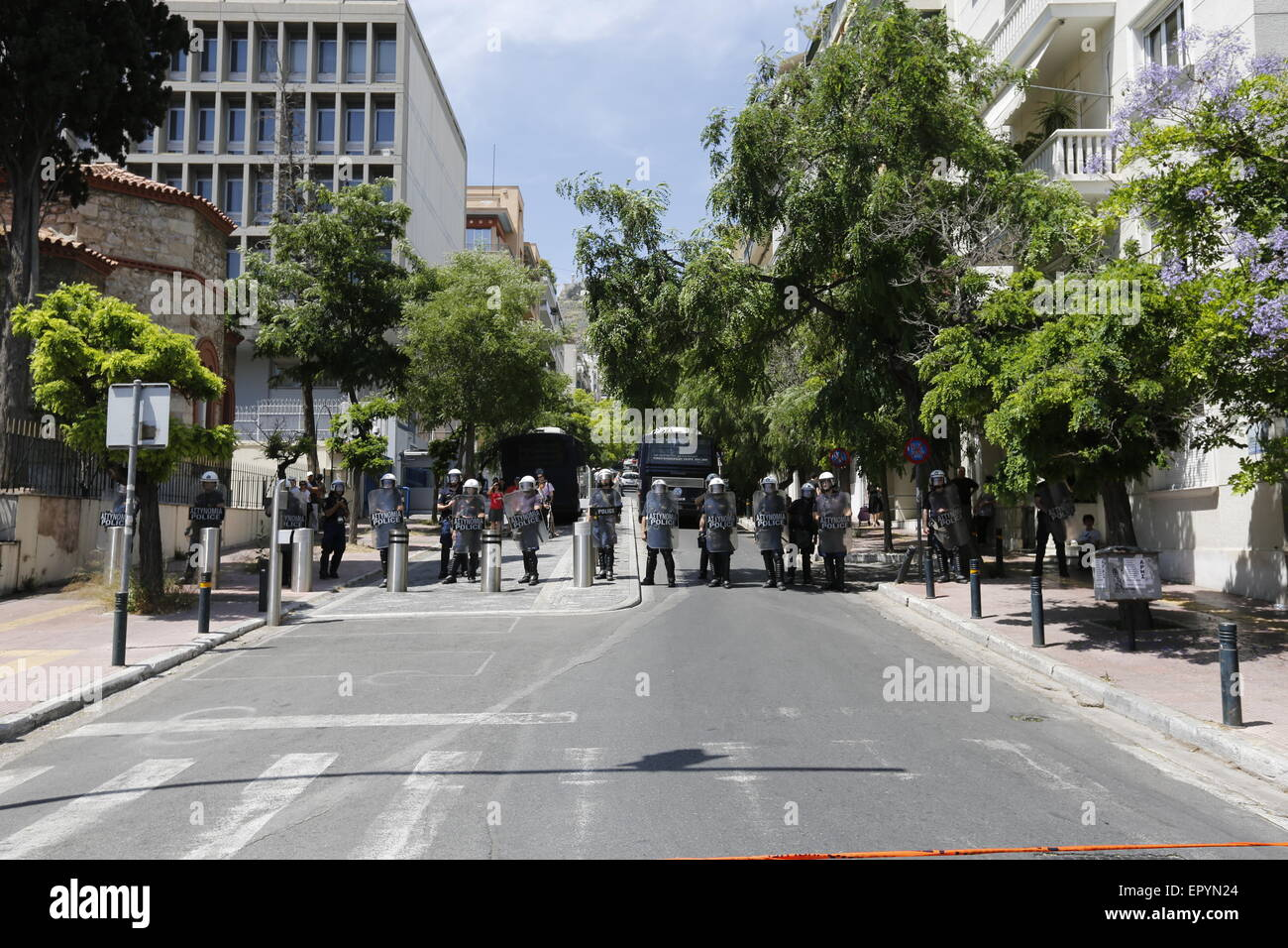 Athens, Greece. 23rd May 2015. Riot police officers protect the British Embassy. A protest march by Greek anarchists - Stock Image
