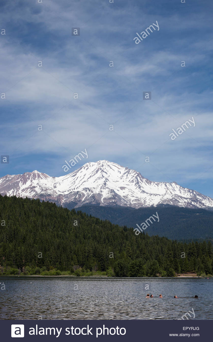 14,179 ft. Mount Shasta in the Background of Lake Siskiyou, California - Stock Image