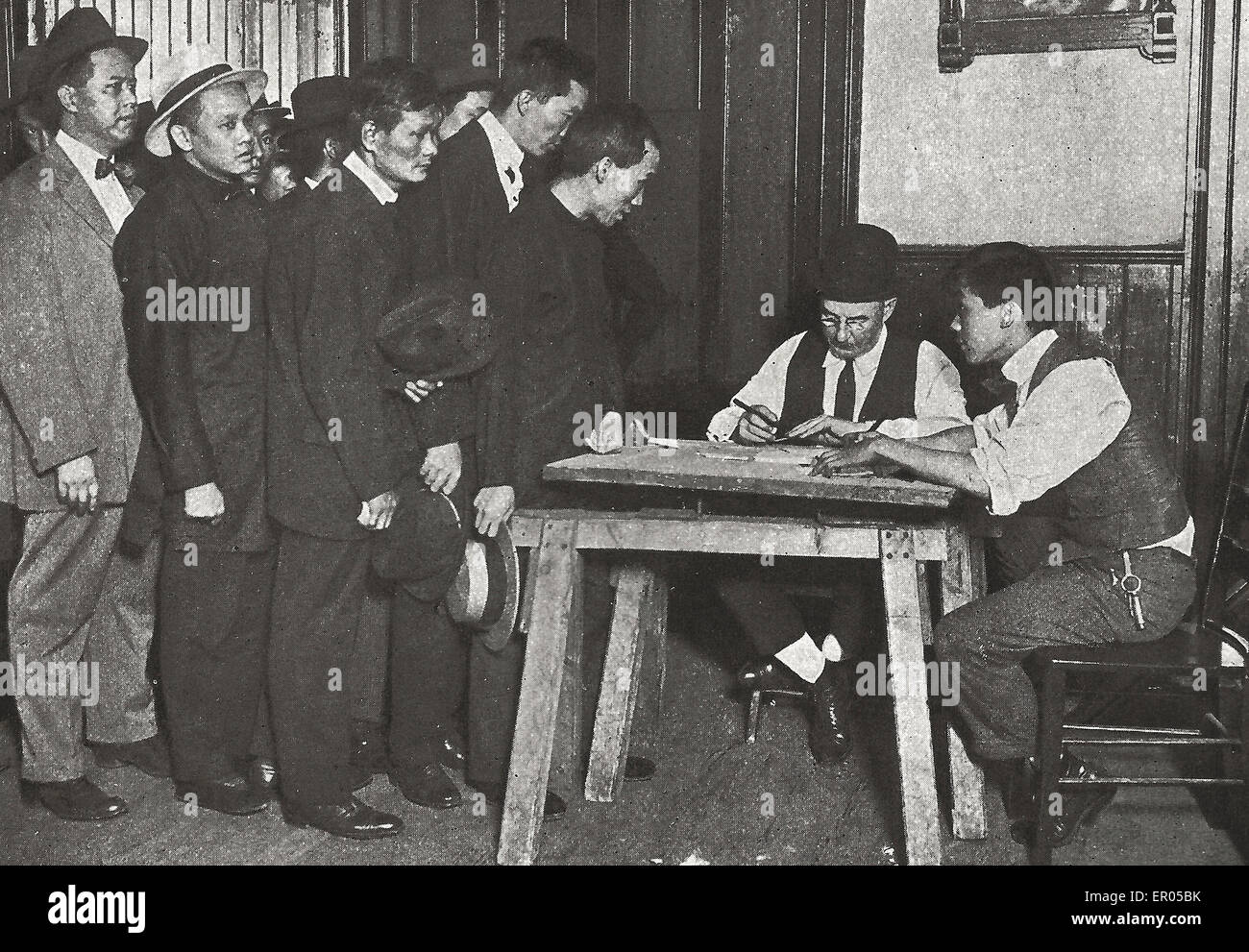 Draft registration in Chinatown, New York City - It would have been a hopeless task, but for the help of the keen - Stock Image