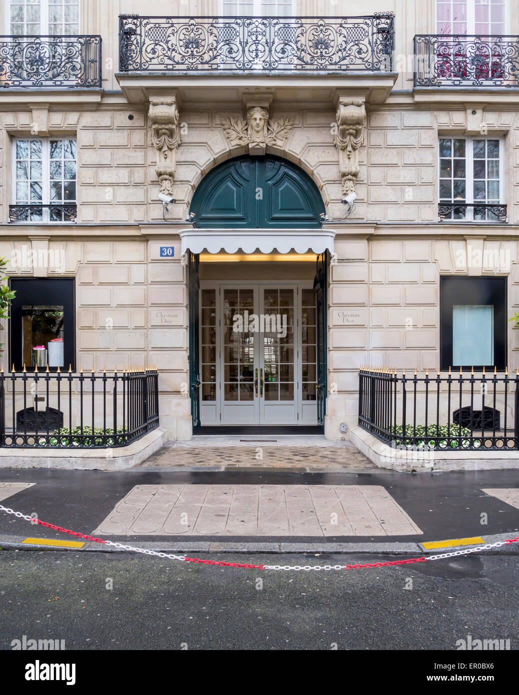 christian dior designer store facade and entrance avenue montaigne stock photo 82987918 alamy. Black Bedroom Furniture Sets. Home Design Ideas