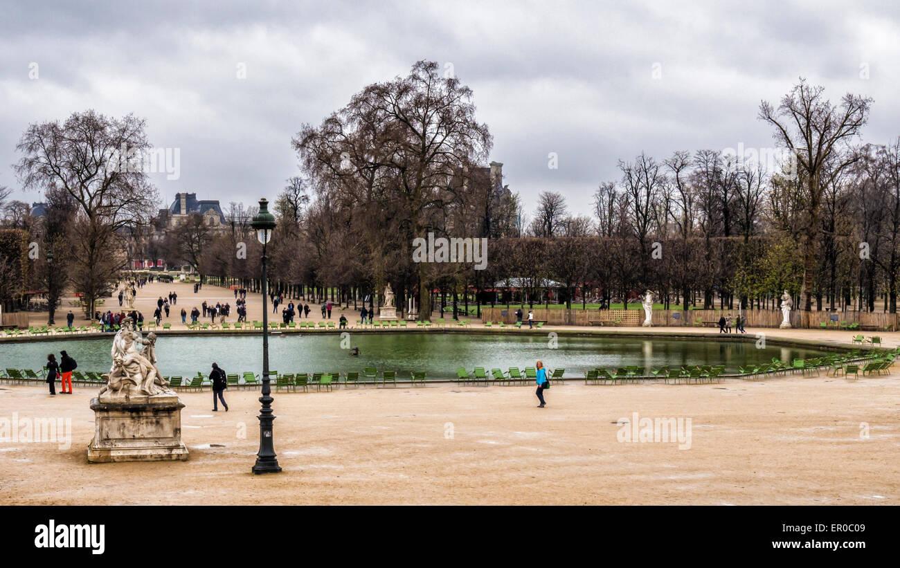 Paris Tuileries Gardens Bassin Octogonal octagonal pond, terrace and sculpture - Stock Image