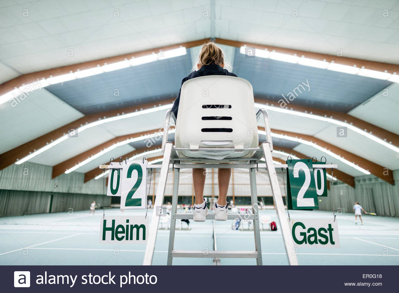 referee chair, indoor tennis court - Stock Image