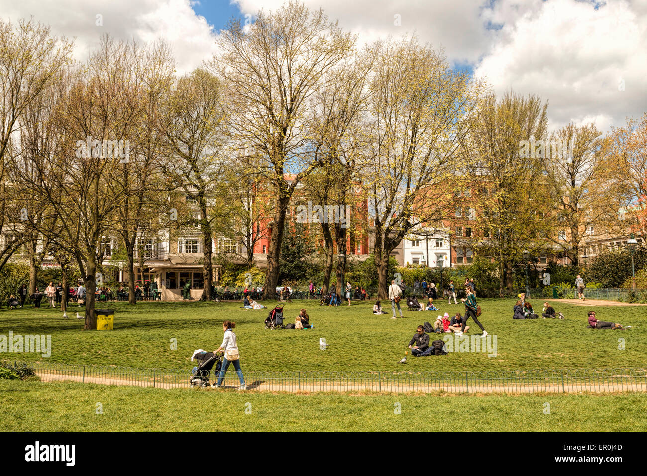 A relaxing mood on a sunny day in the Royal Pavilion Gardens, Brighton, East Sussex, England, United Kingdom. - Stock Image