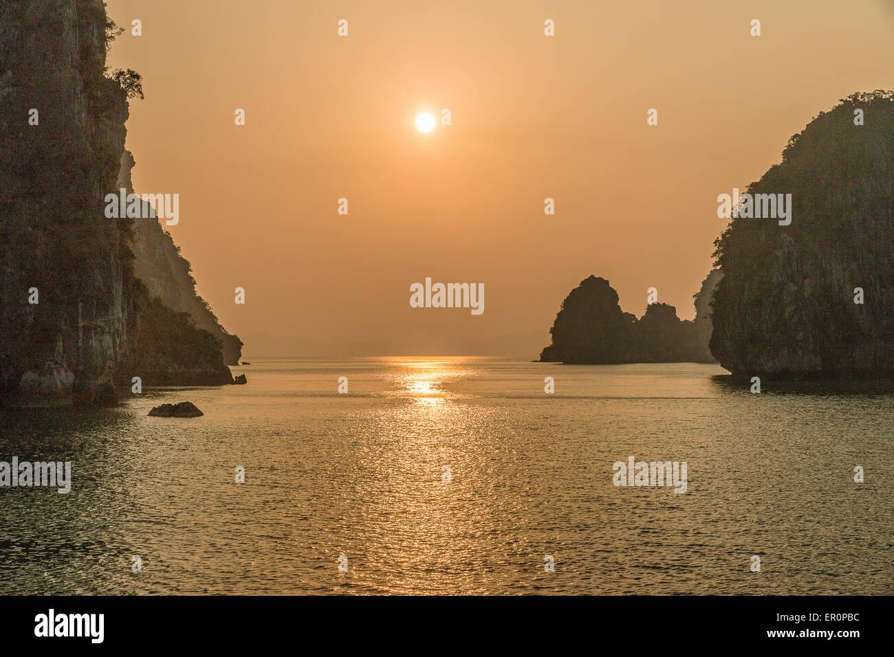 Sunset on Halong bay, Vietnam - Stock Image