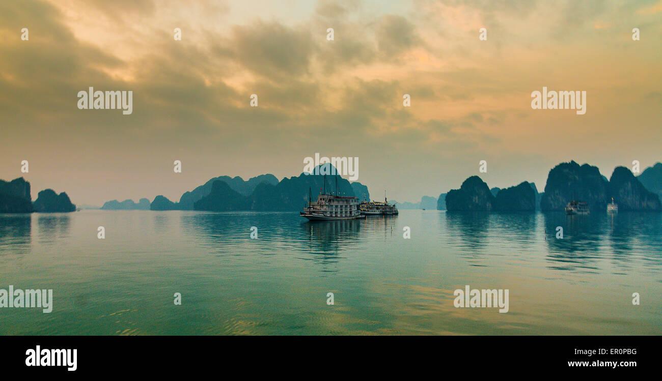 Sunset in Halong bay, Vietnam - Stock Image