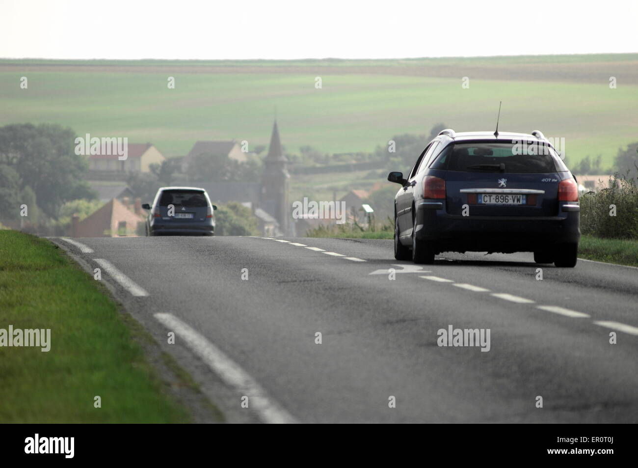 AJAXNETPHOTO. PICARDY, FRANCE. - MOTORING ACROSS THE COUNTRYSIDE ON A ROUTE NATIONALE. PHOTO:JONATHAN EASTLAND/AJAX - Stock Image