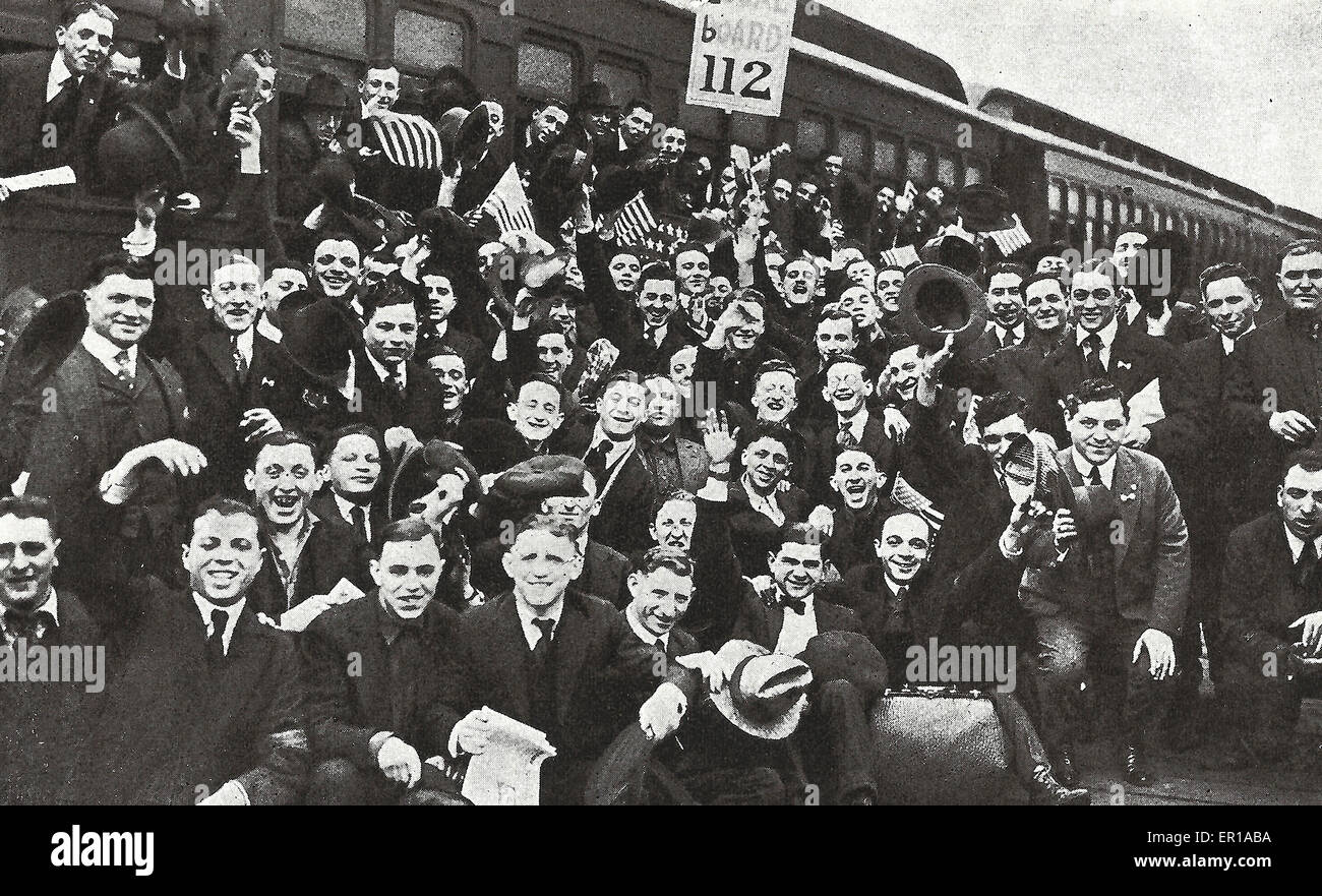 Are we Downhearted, No! - Men of the second draft leaving Long Island City for Camp Upton, USA 1918 - Stock Image