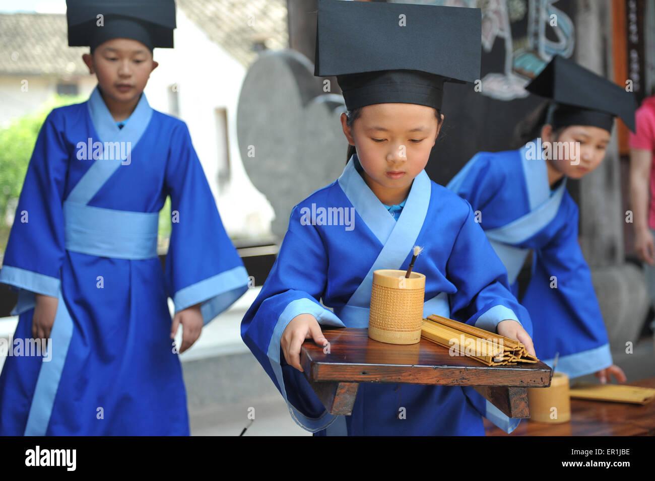 Linan, Zhejiang, CHN. 22nd May, 2015. Linan, CHINA - MAY 25 2015: (EDITORIAL USE ONLY. CHINA OUT) Pupils of Zhoutou - Stock Image