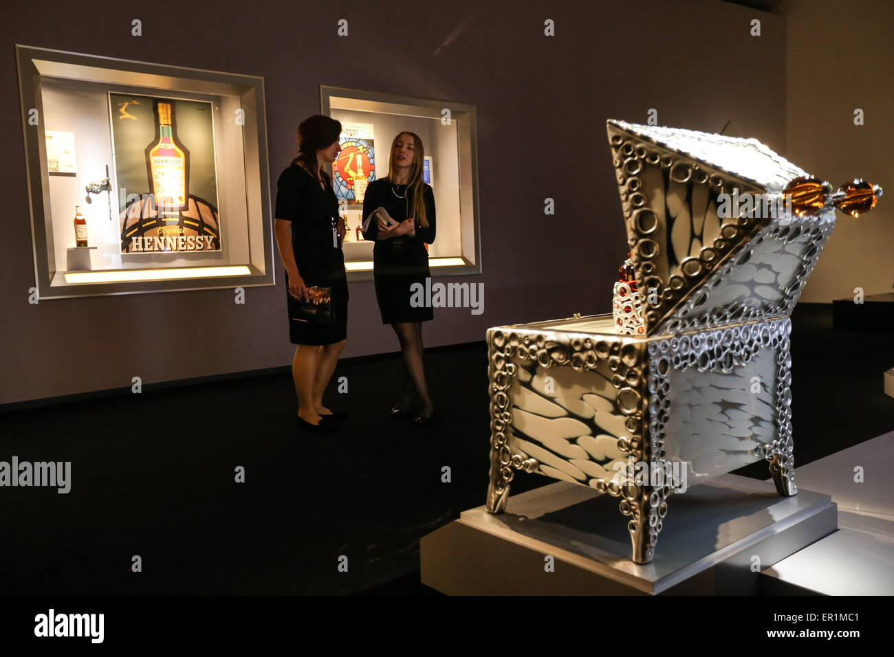 Moscow, Russia. 25th May, 2015. Visitors at an exhibition titled 'Hennessy 250. Crafting the future since 1765' - Stock Image