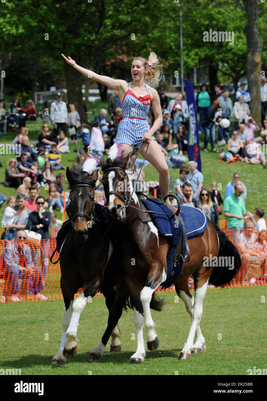 Brighton, UK. 25th May, 2015. Rosie one one of the Galloping Acrobats riding Tinker perform at Hove Carnival as - Stock Image