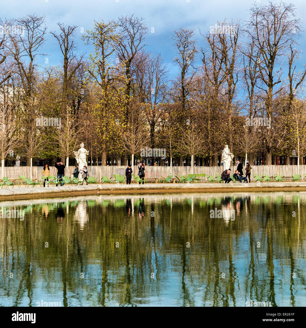 Paris, Tuilerires Garden - Bassin Octogonal pond, sculptures, people and reflections - Stock Image