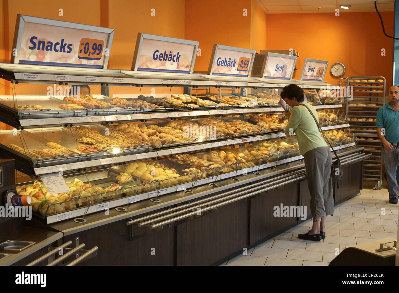 DEU Germany Cologne Store Of The Bakery Back Werk At Main Station Deutschland Koeln Filiale Der Baeckerei W