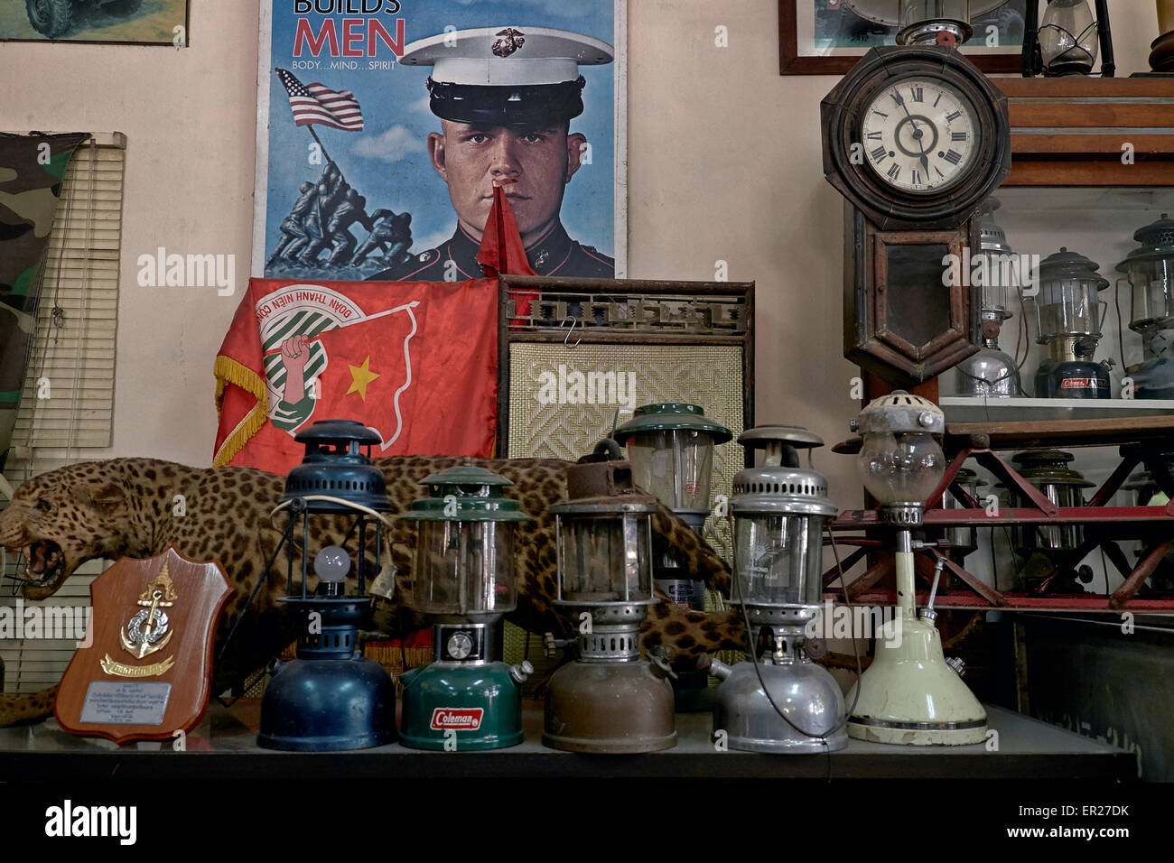 Tilley lamps from World War 2 and assorted 1940's memorabilia. - Stock Image