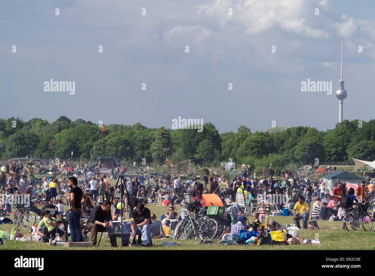 Berlin, Germany. 25th May, 2015. The barbecue area of Tempelhofer Feld is filled with people on Pentecost in Berlin, - Stock Image