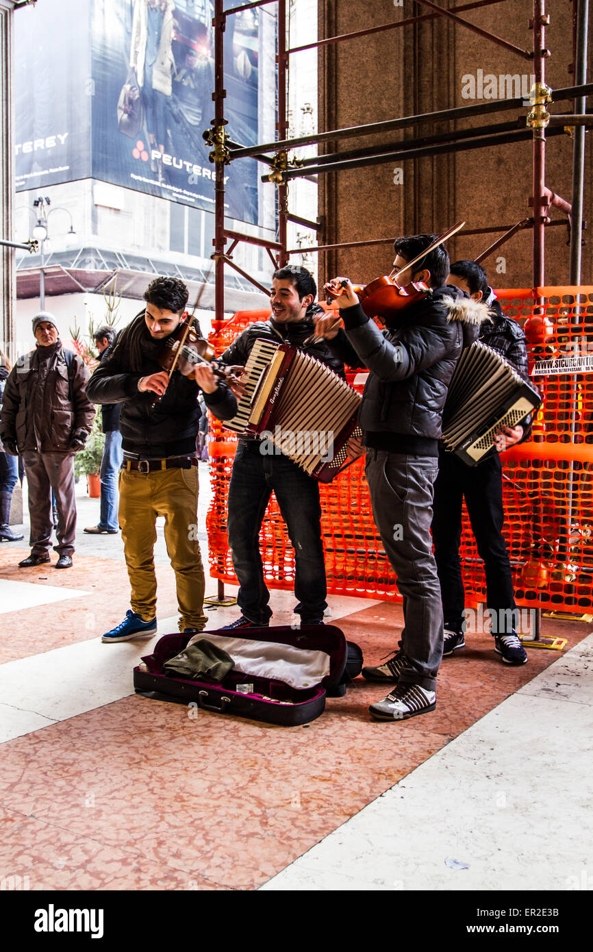 Street musicians at Piazza del Duomo (Cathedral Square). Milan, Province of Milan, Italy. - Stock Image