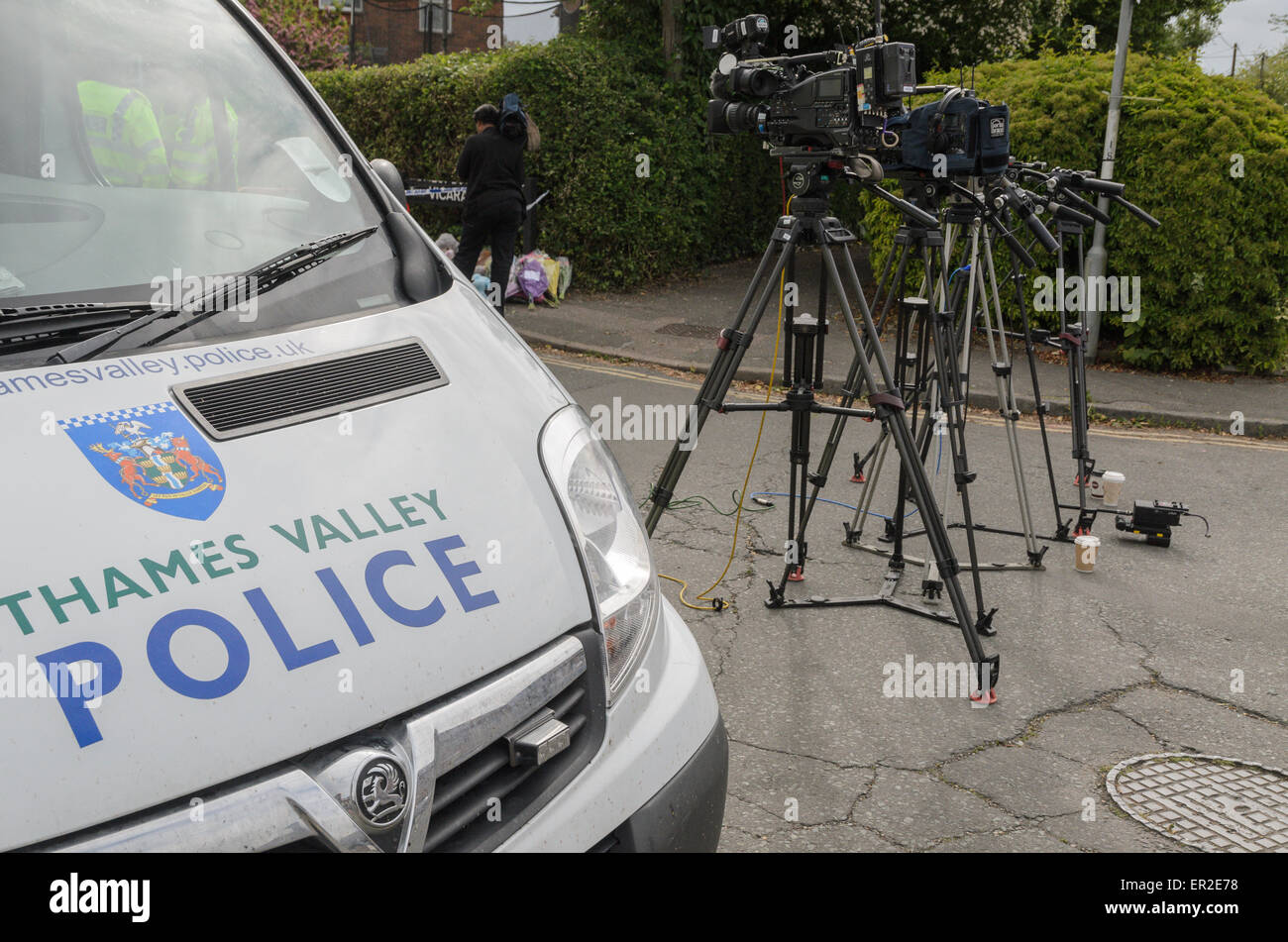 Didcot, UK. 25th May, 2015. The Police cordon at the scene of a triple murder at Vicarage Road, Didcot, Oxfordshire, - Stock Image