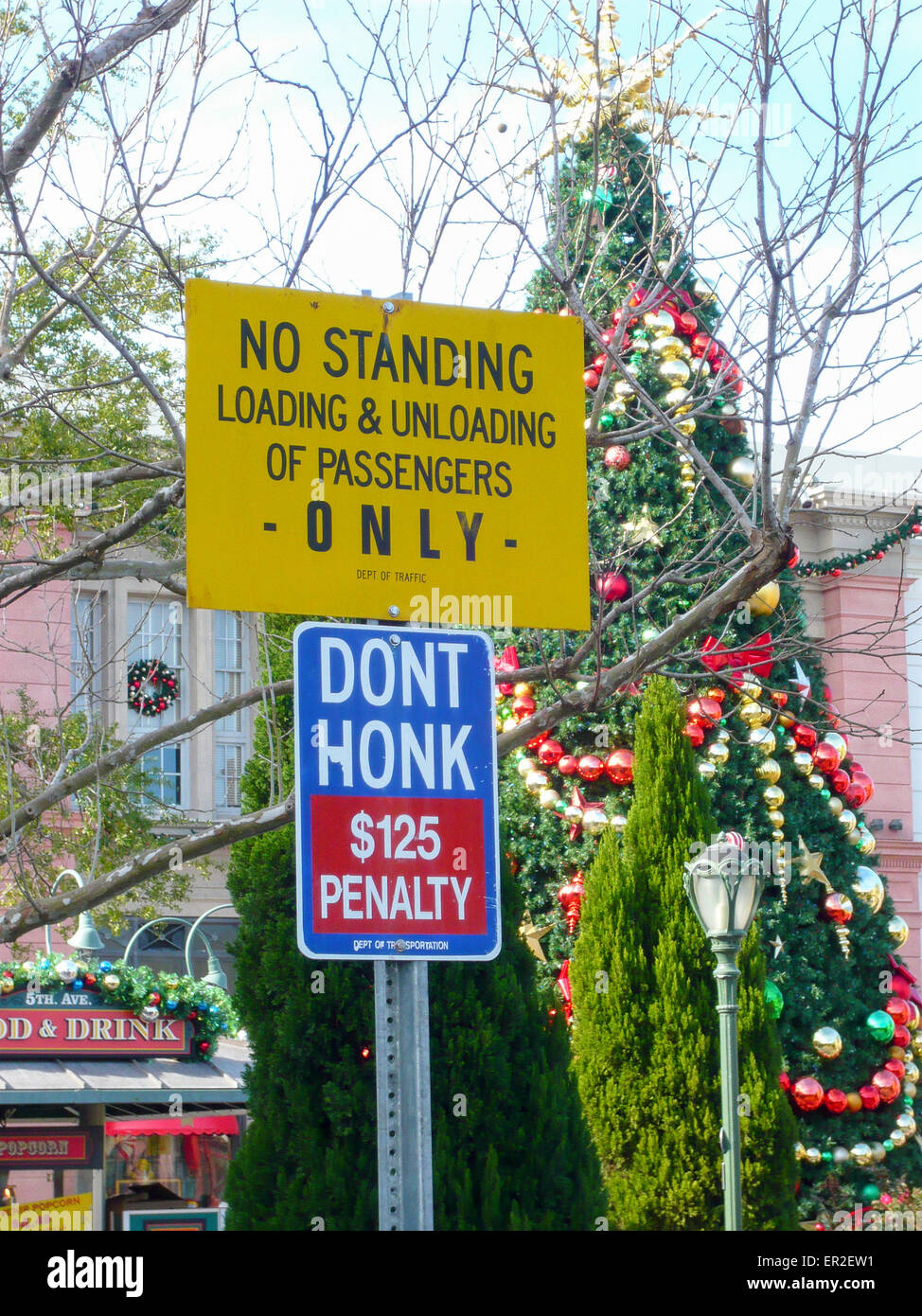 Street signs warning no standing, loading and unloading of passengers only, and $125 penalty for honking horn. - Stock Image