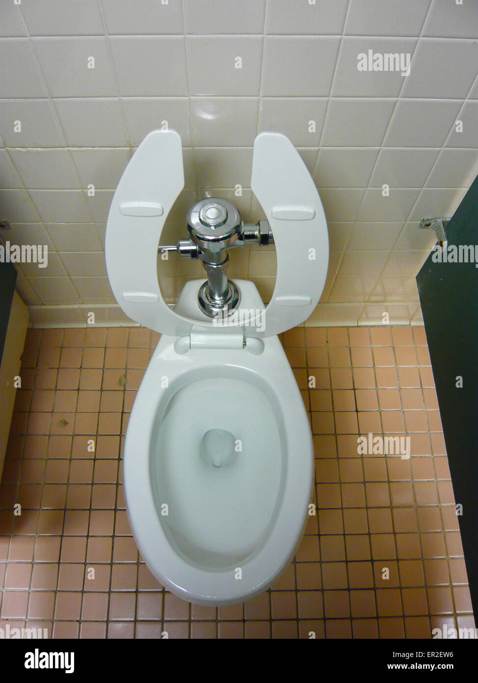 Crapper And Toilet Stock Photos & Crapper And Toilet Stock Images ...