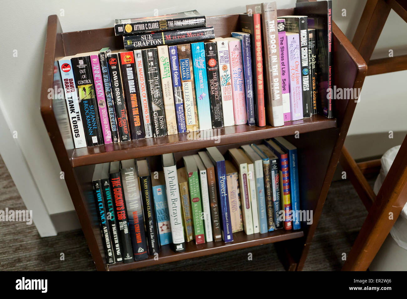 Small bookshelf in office - USA - Stock Image