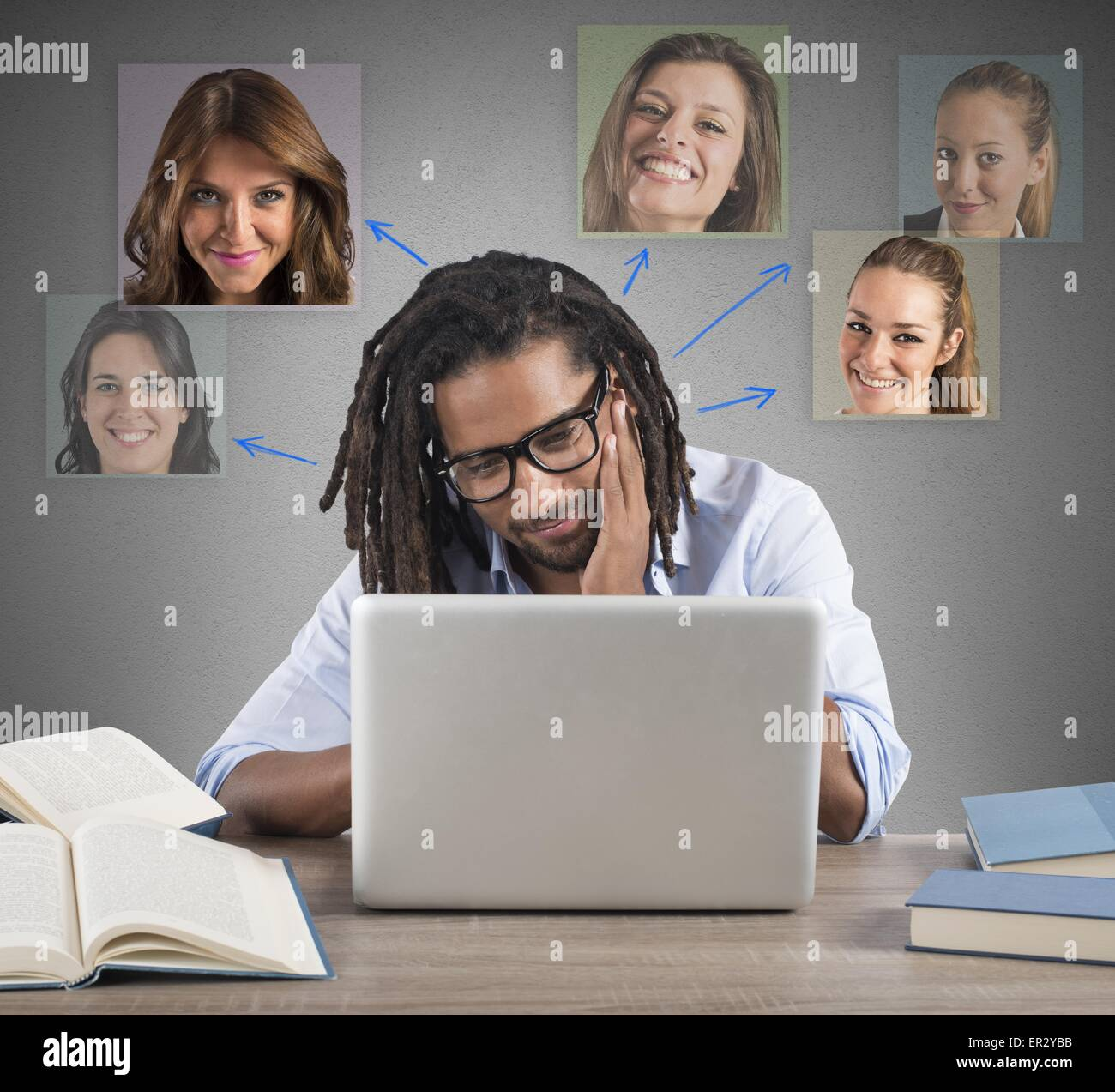 Man chat with girls - Stock Image