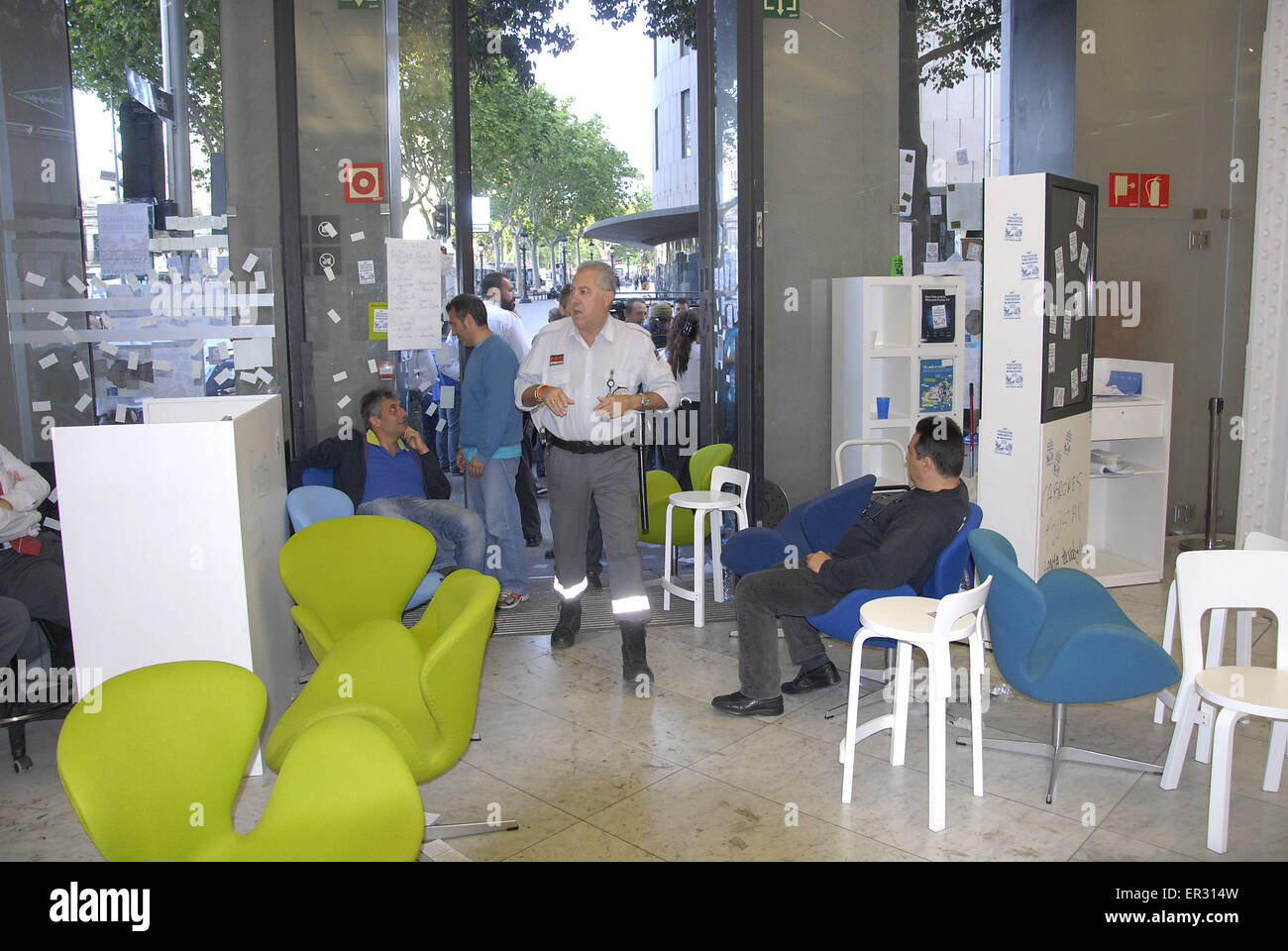 Barcelona, Spain. 26th May, 2015. 50 Movistar telefonica company employees continue protesting for their rights. - Stock Image