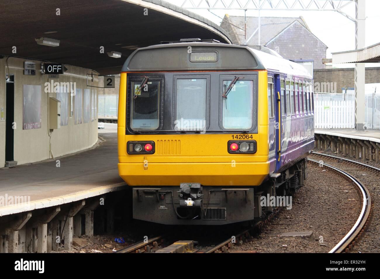 pacer diesel multiple unit leaving the curved platform 2 at
