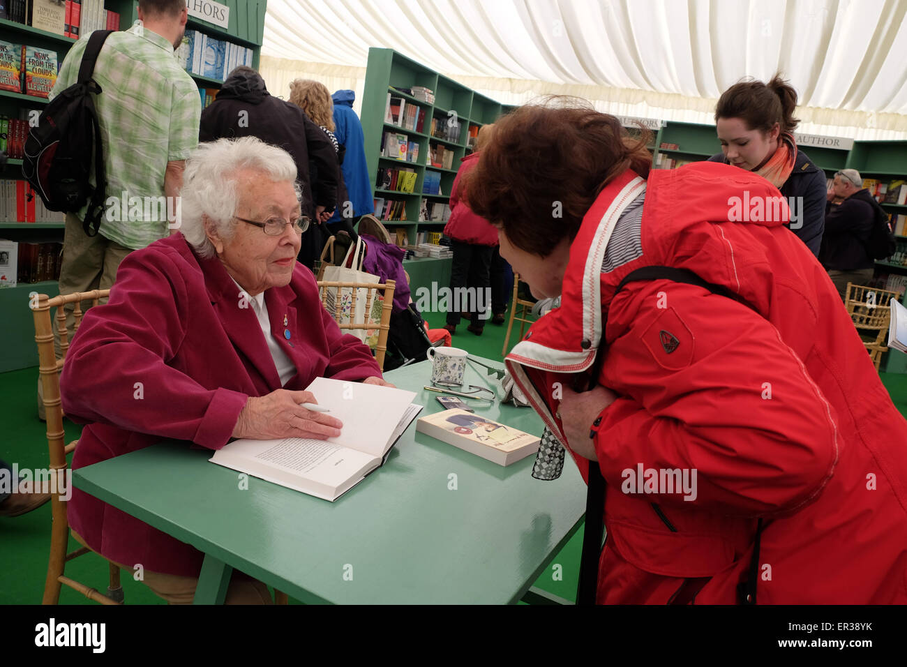 Hay Festival, Powys, Wales - May 2015  - Author Eileen Younghusband signs copies of her latest book One Woman's - Stock Image
