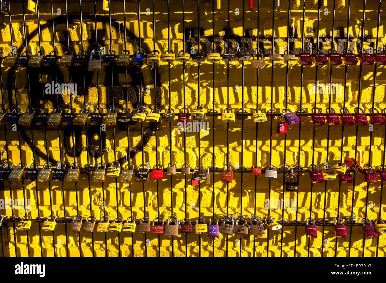 Europa, Deutschland, Ruhrgebiet, Dortmund, Signal Iduna Park, die sogenannte 'Wand der Liebe' am August - Stock Image