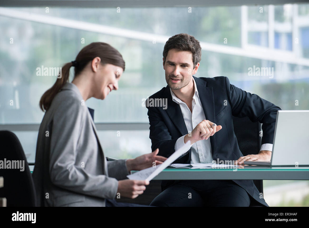 Financial advisor meeting with satisfied investor - Stock Image