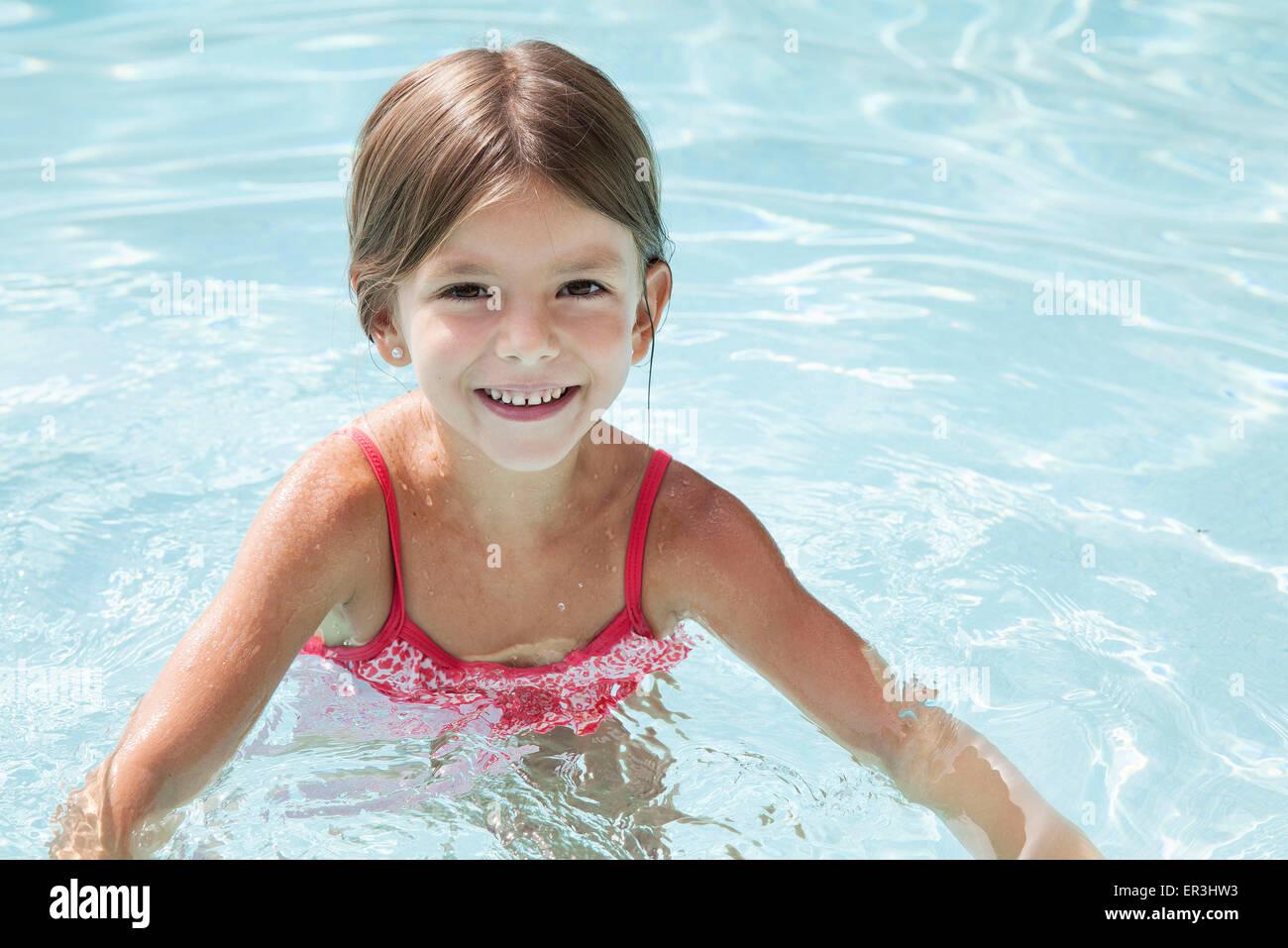 Girl swimming in pool, portrait - Stock Image