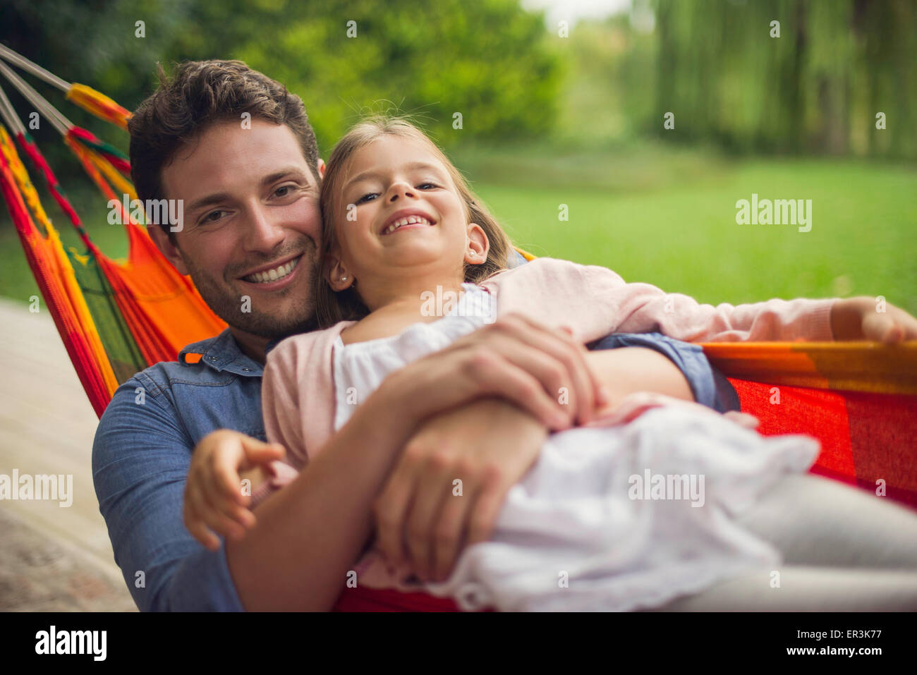 Father and daughter together in hammock - Stock Image