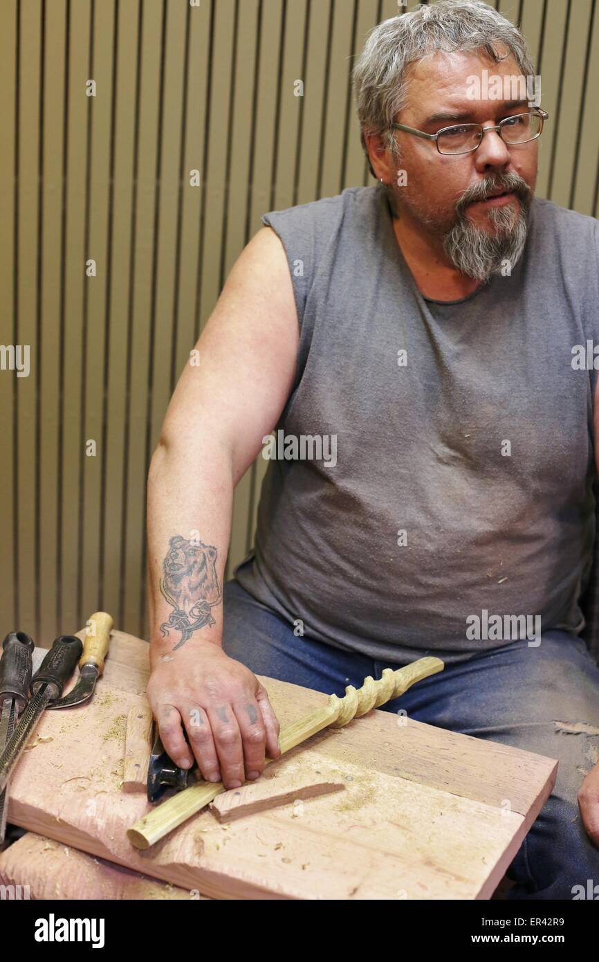 A native American craftsman carving a pipe at Pipestone National Monument in Pipestone, Minnesota. - Stock Image