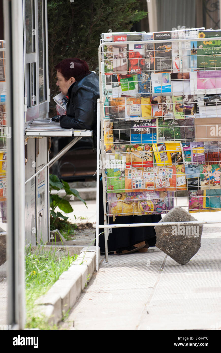 A woman buys something at the newsstand Stock Photo