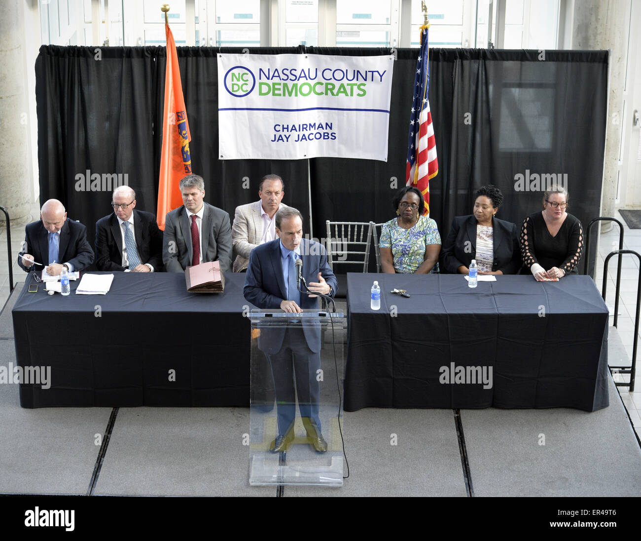 Garden City, New York, USA. 26th May, 2015. JAY JACOBS, Chairman of the Nassau County Democrats, speaks at the podium - Stock Image