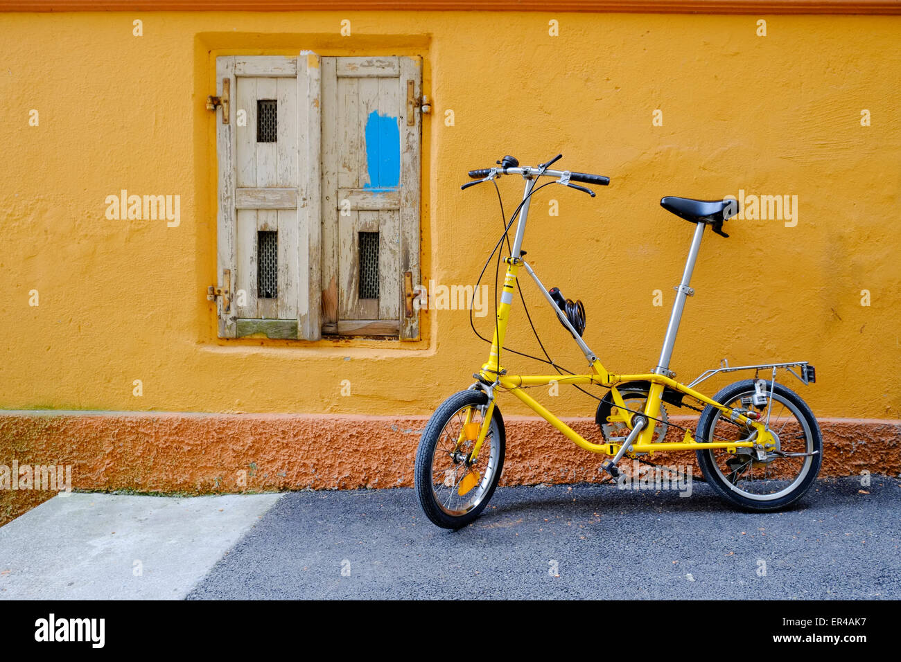 19b0f737f67 Foldable Bicycle Stock Photos & Foldable Bicycle Stock Images - Alamy
