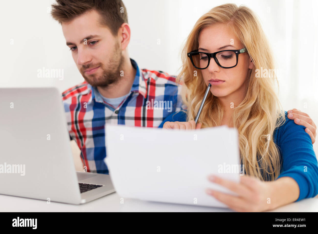 Focus couple and home finances - Stock Image