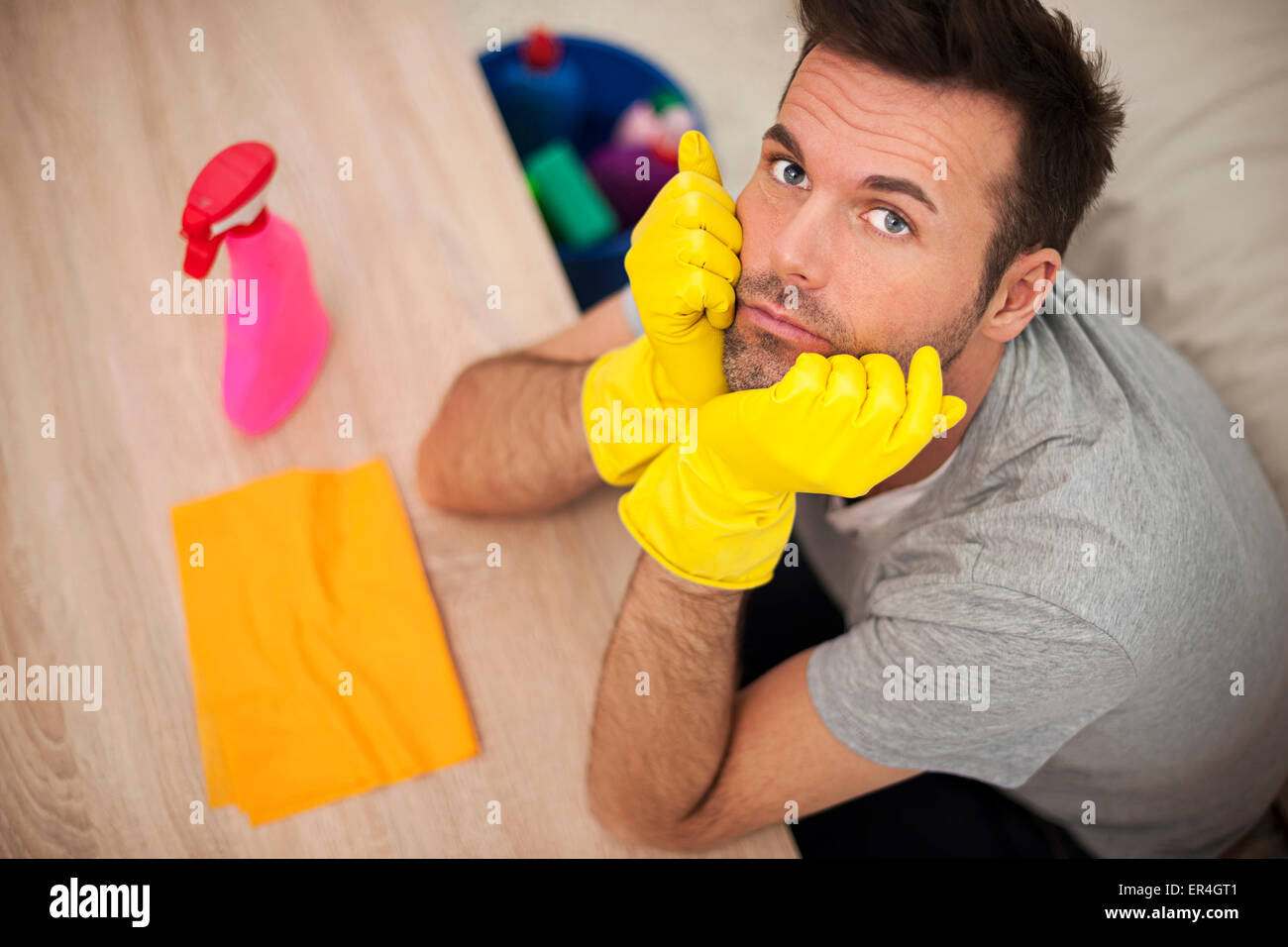 Man cleaning up the living room - Stock Image