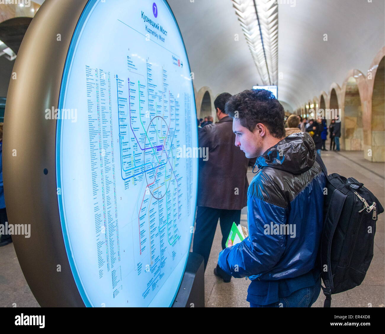 Moscow, Russia. 19th May, 2015. A passenger looking at a Moscow Metro map at Kuznetsky Most metro station of the Stock Photo