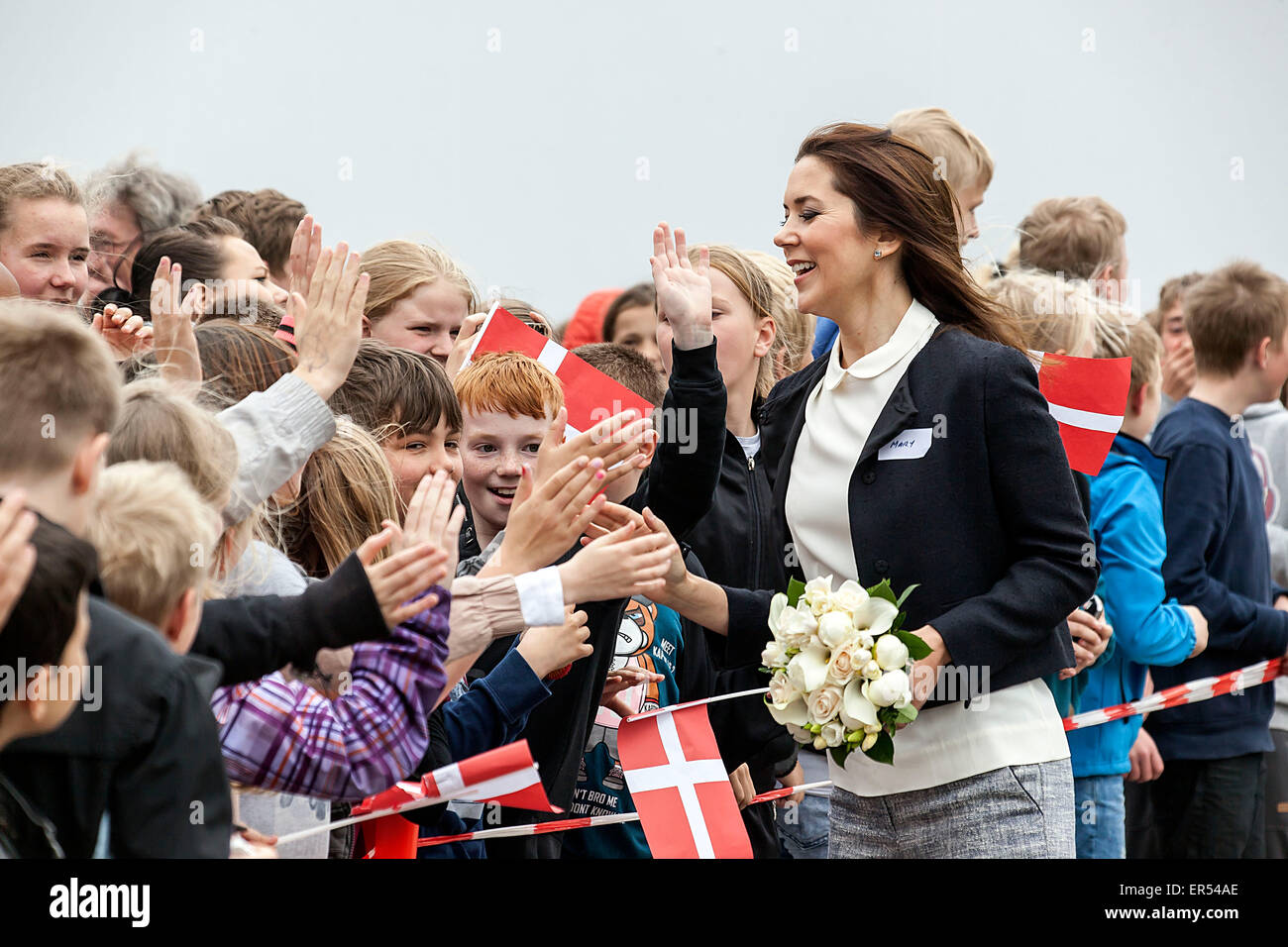 Ruds Vedby, Denmark. 27th May, 2015. Crown Princess Mary is welcomed by kids from Ruds Vedby school. . The Princess - Stock Image