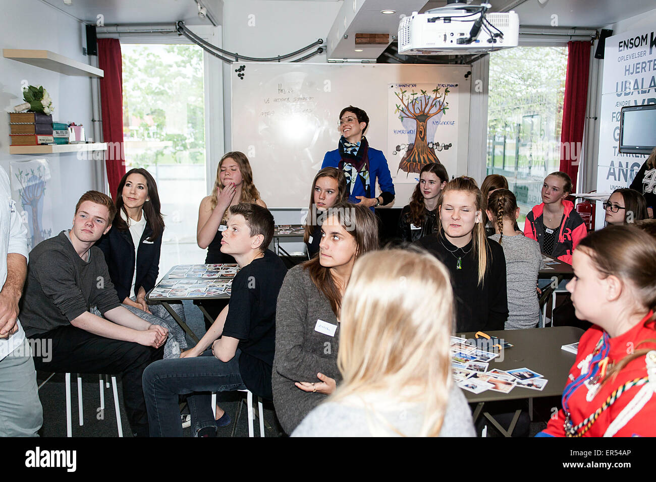 Ruds Vedby, Denmark. 27th May, 2015. Crown Princess Mary and school kids from  Ruds Vedby school in the first lesson - Stock Image