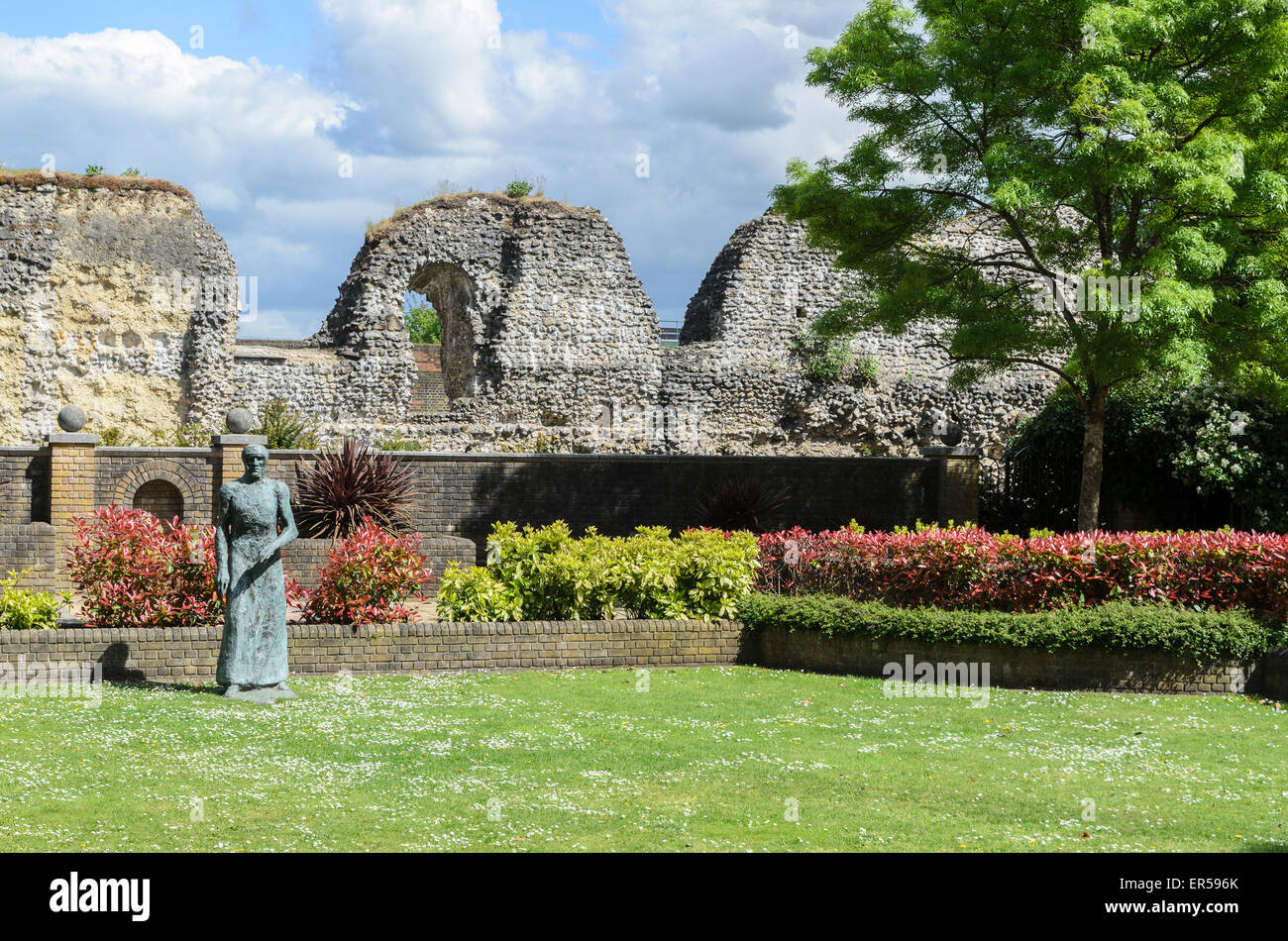 A sculpture of a robed figure by Dame Elisabeth Frink in the ruins of the former Benedictine Abbey at Reading , - Stock Image