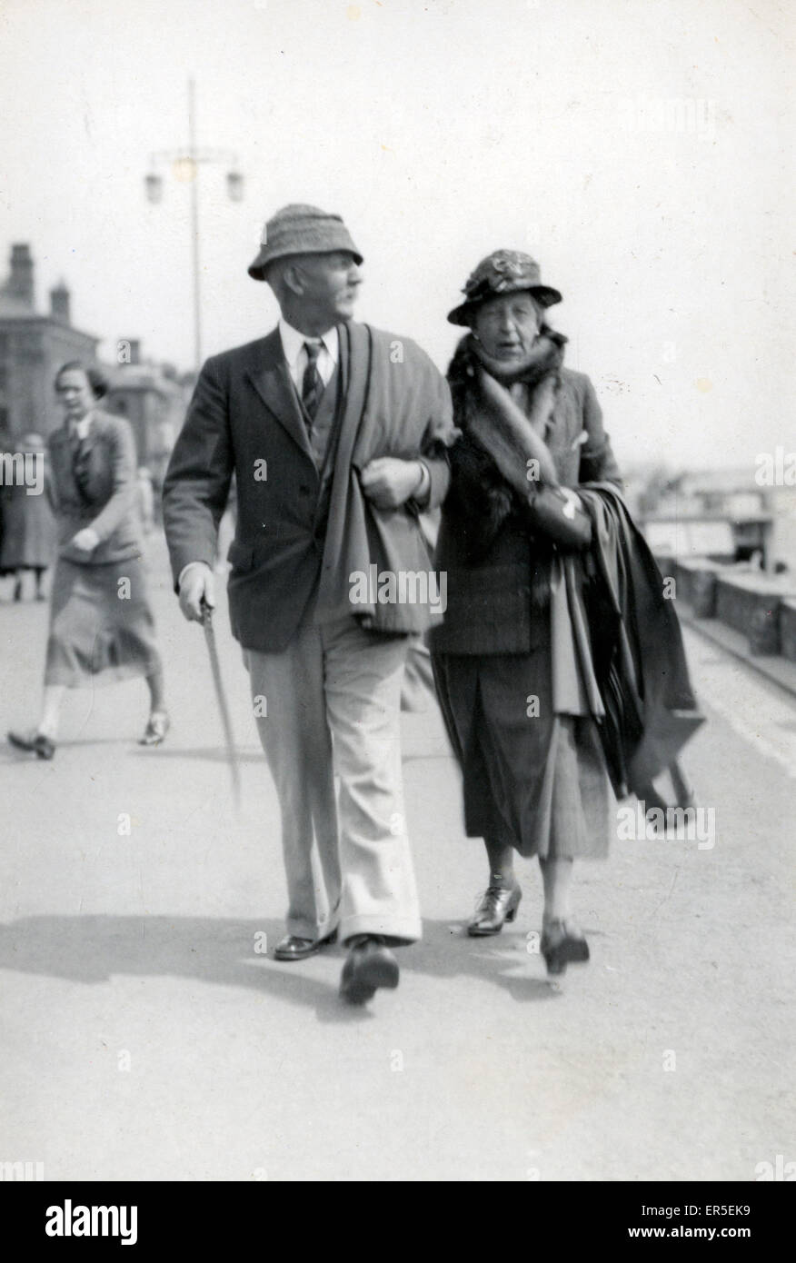 Holidaymaker Couple, Lowestoft, Suffolk, England.  1930s - Stock Image