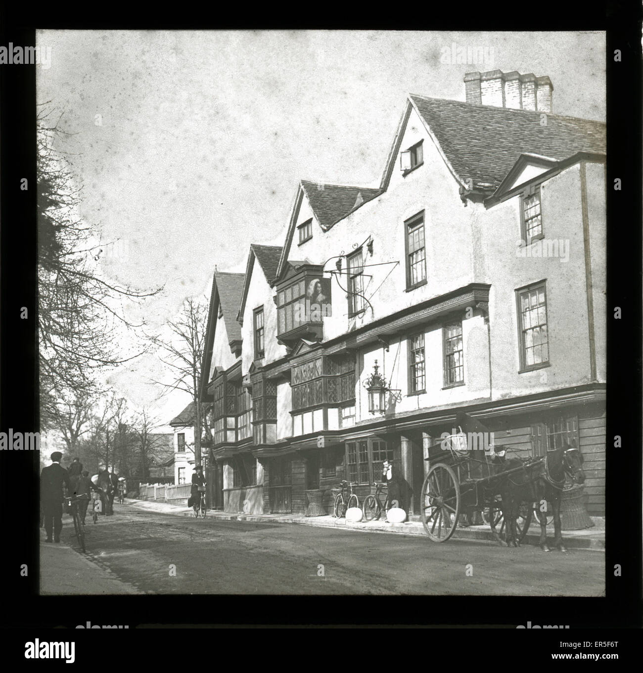 The King's Head Public House, Chigwell, near Grange Hill, Essex, England. Showing Horse & Cart  1900s - Stock Image