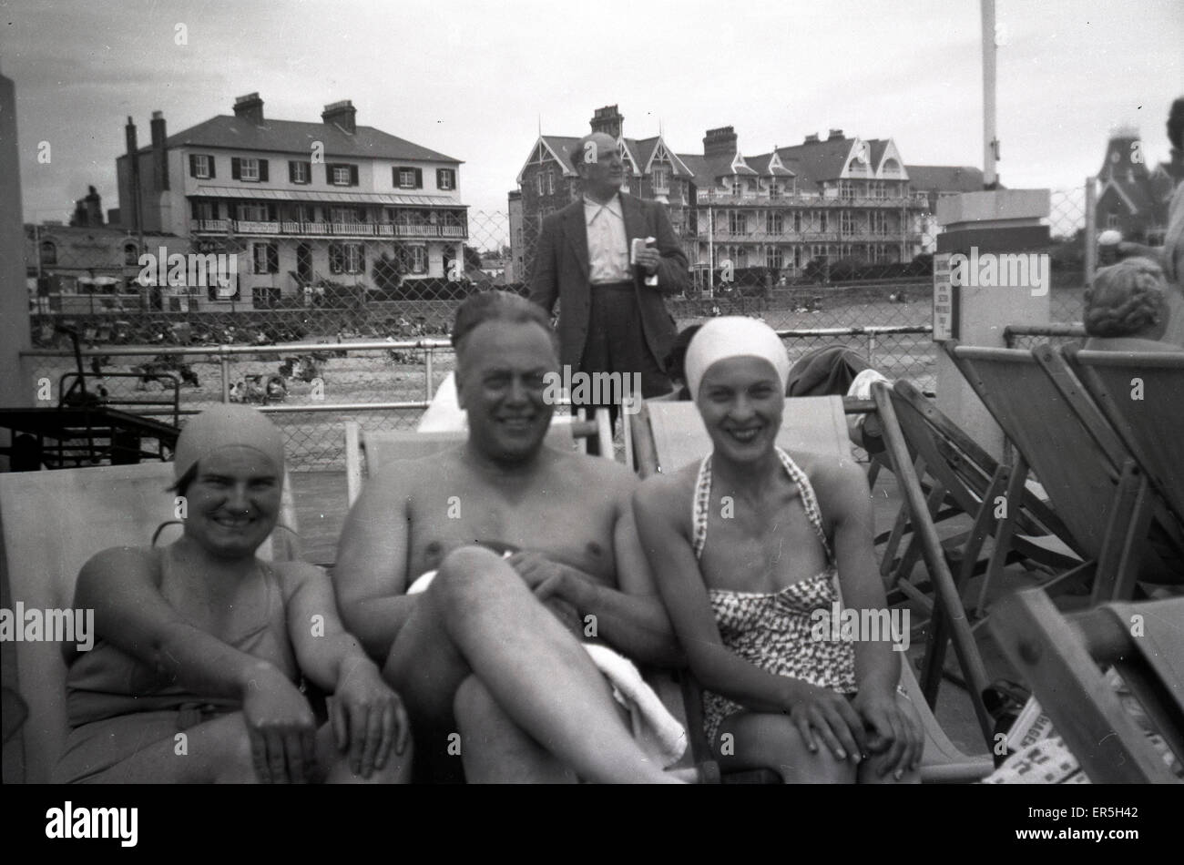 Group of Holidaymakers, Southend on Sea, Essex, England.  1950s Stock Photo