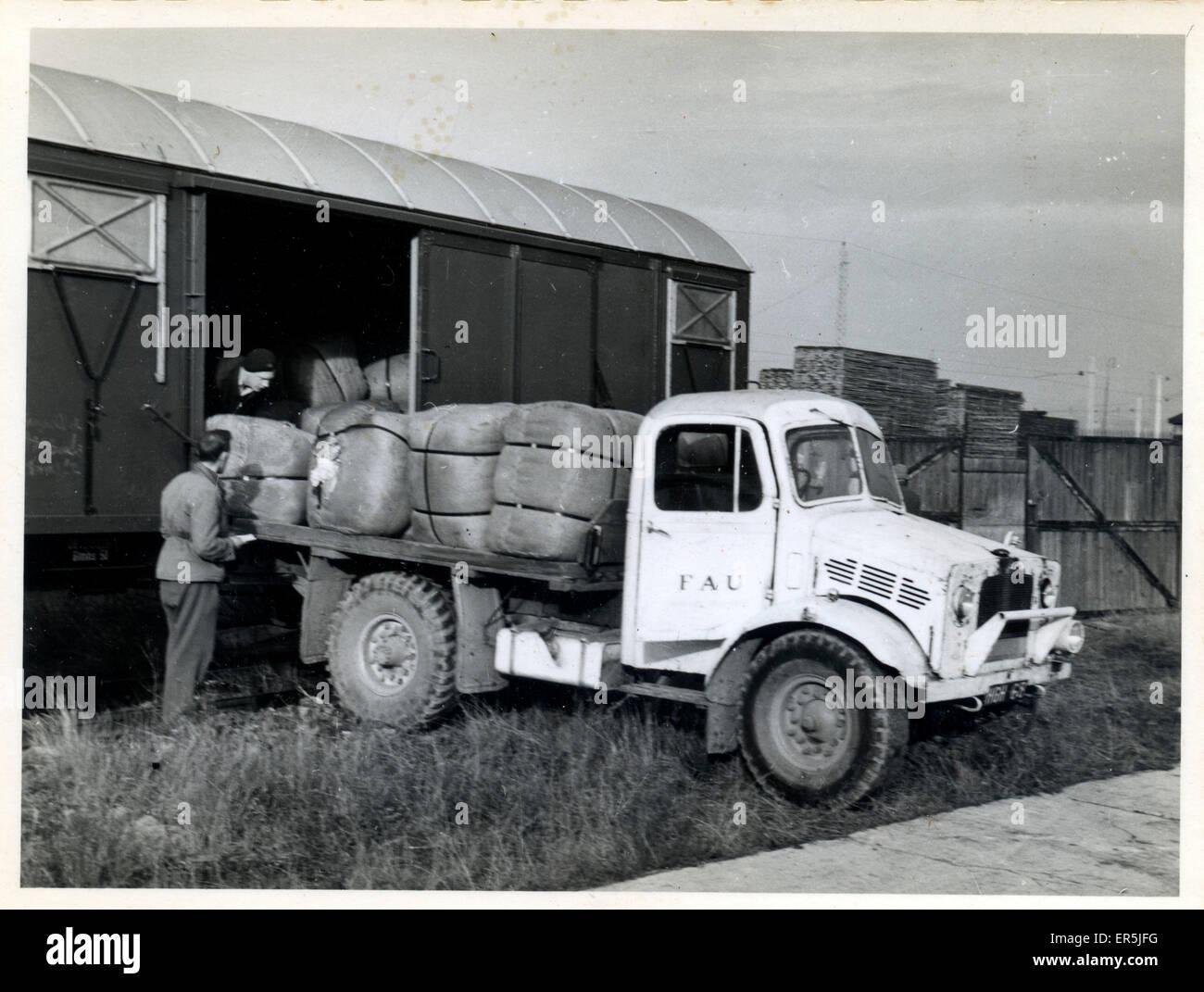 Friends' Ambulance Unit (FAU) Vintage Lorry, Austria.  1940s - Stock Image