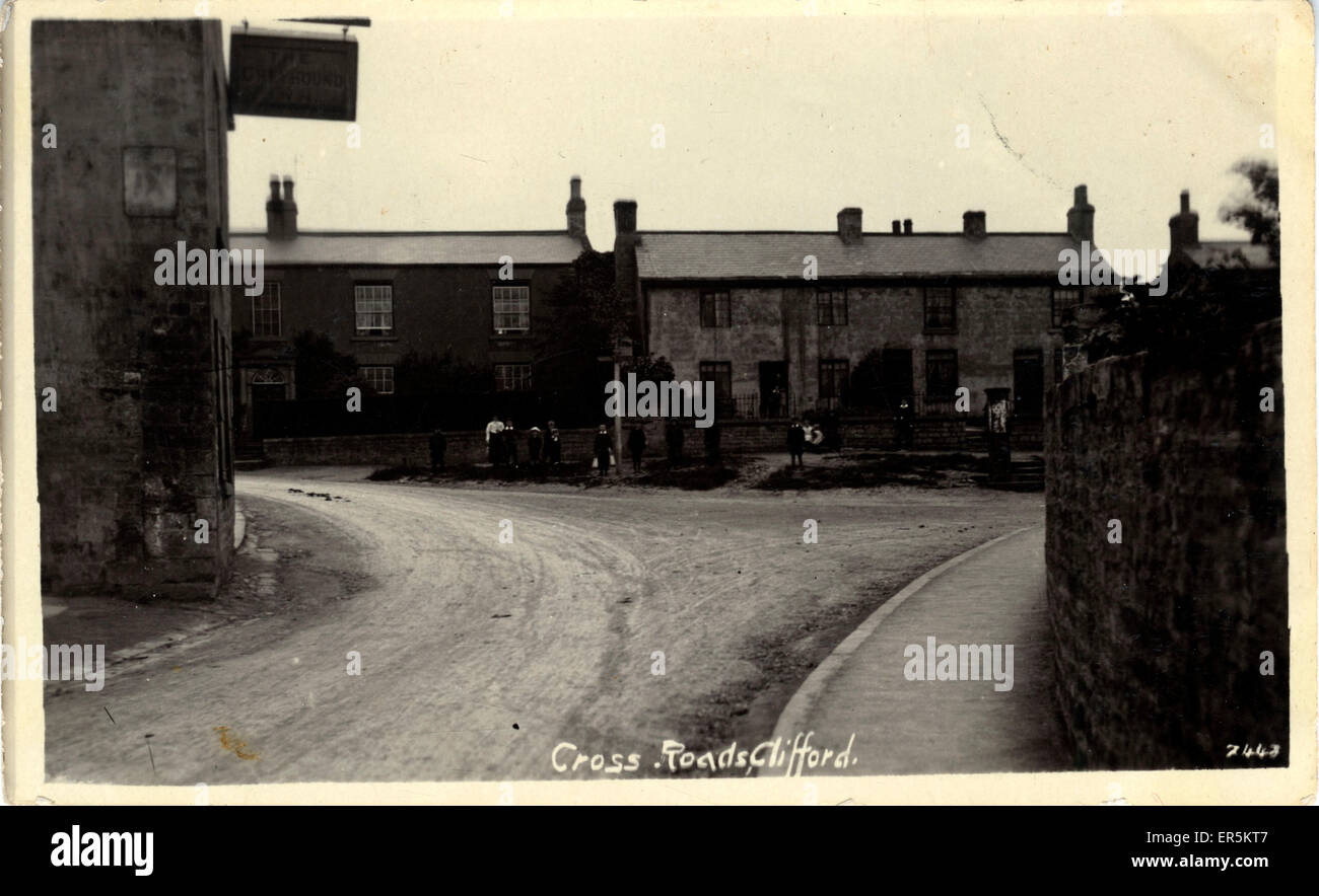 Cross Roads (looking down Albion St), Clifford, Weatherby, near Boston Spa, Yorkshire, England.  1900s Stock Photo