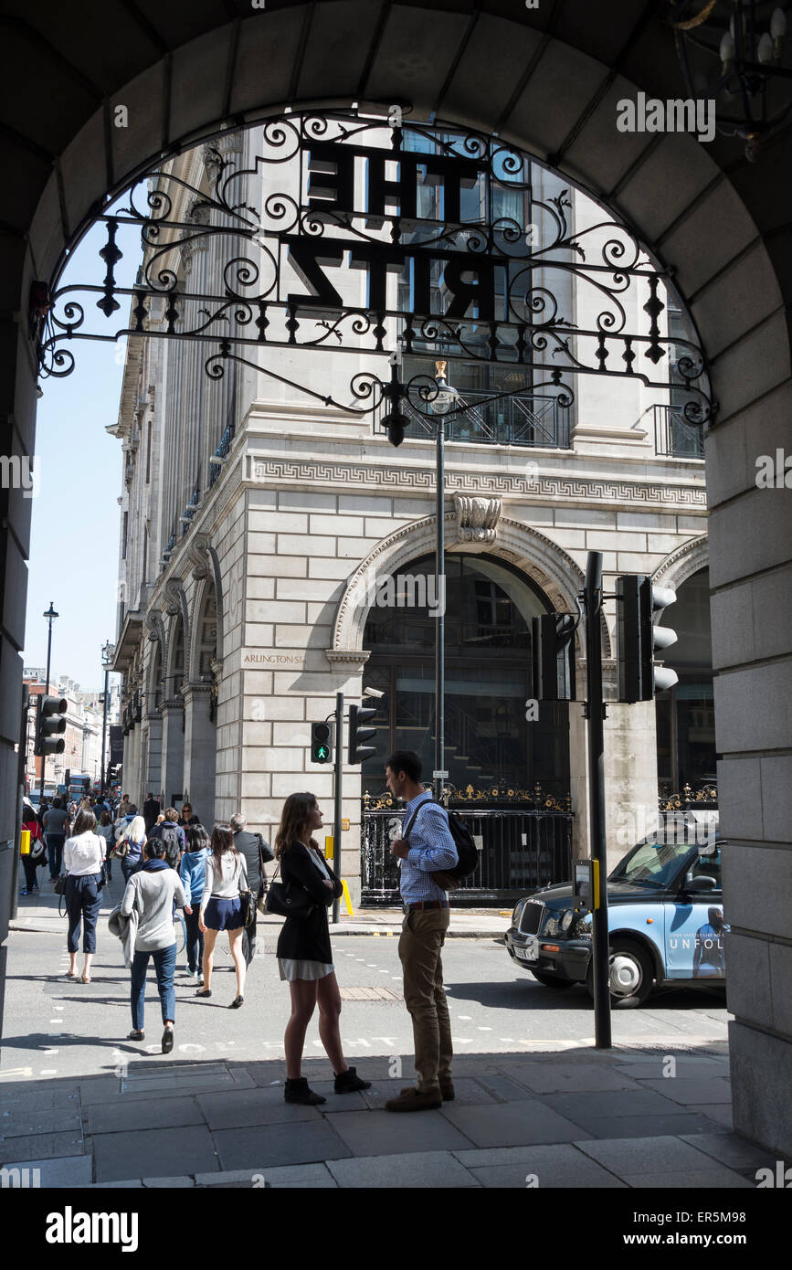Young couple outside The Ritz Hotel London, Piccadilly, City of Westminster, London, England, United Kingdom - Stock Image