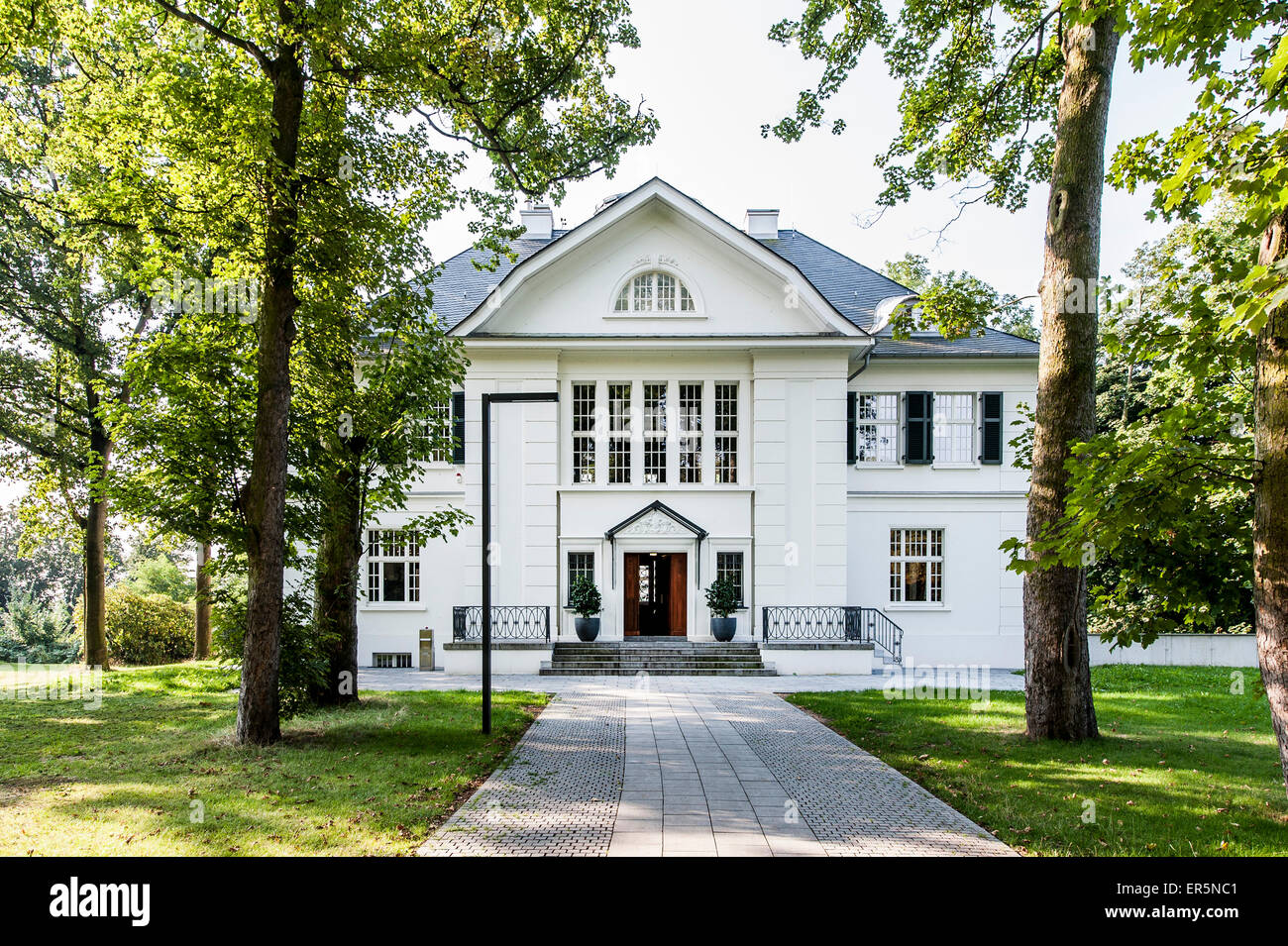 latest presenting official Villa in Heine park along the Elbchaussee in Hamburg ...