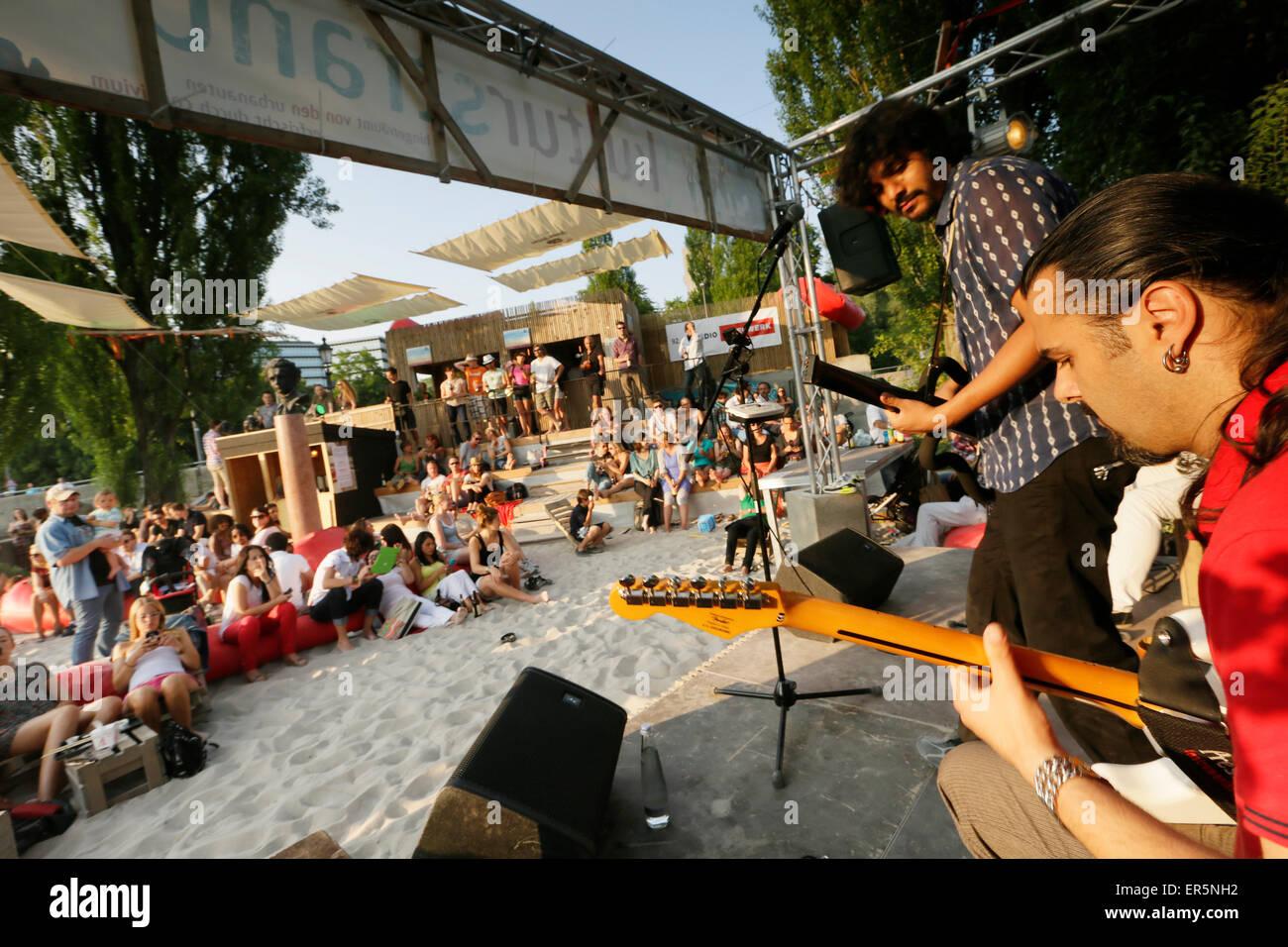 Live music, Kulturstrand at Corneliusbruecke, Munich, Bavaria, Germany - Stock Image