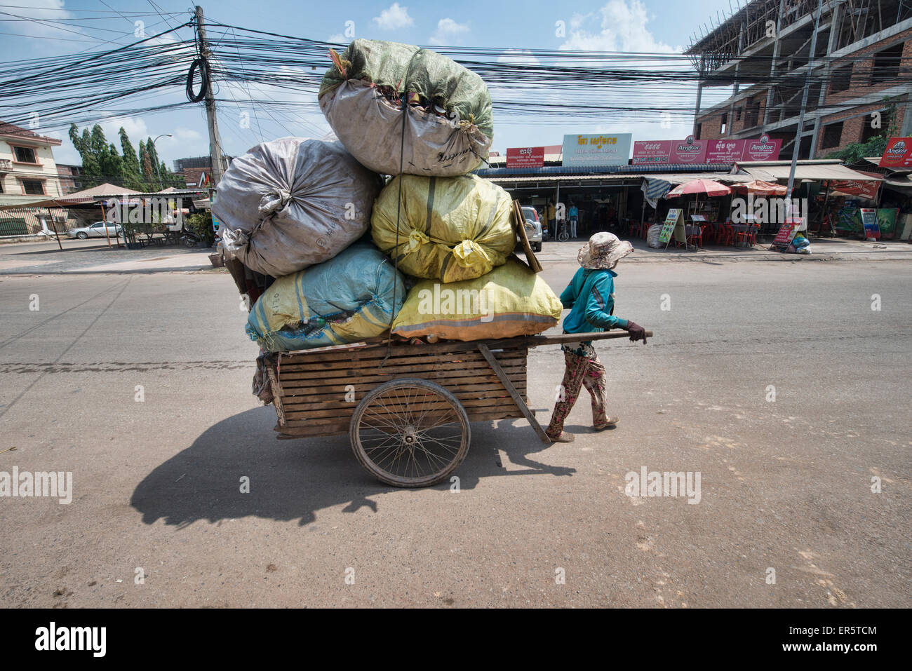 Carrying a big load in Siem Reap, Cambodia - Stock Image